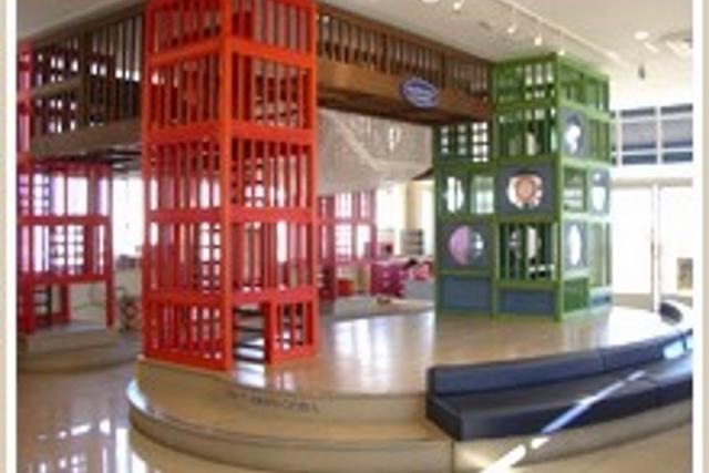 横浜にある「HAPPY LAWSON(ハッピーローソン)山下公園店/スキップキッズカフェ」です。