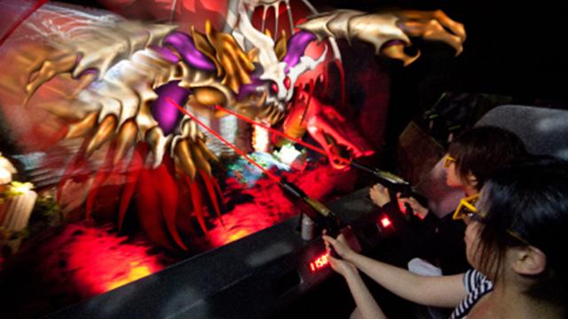 よこはまコスモワールドにある「シューティングライド『エキドナの洞窟』3D」の画像です。