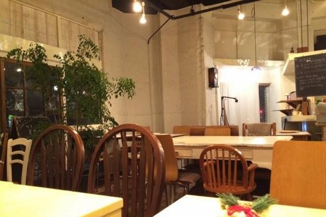 横浜にある「Kacha Kacha cafe (カチャカチャカフェ)」です。