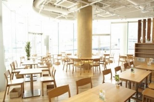 横浜にある「カフェ&ミールムジ横浜ベイクオーター店」です。