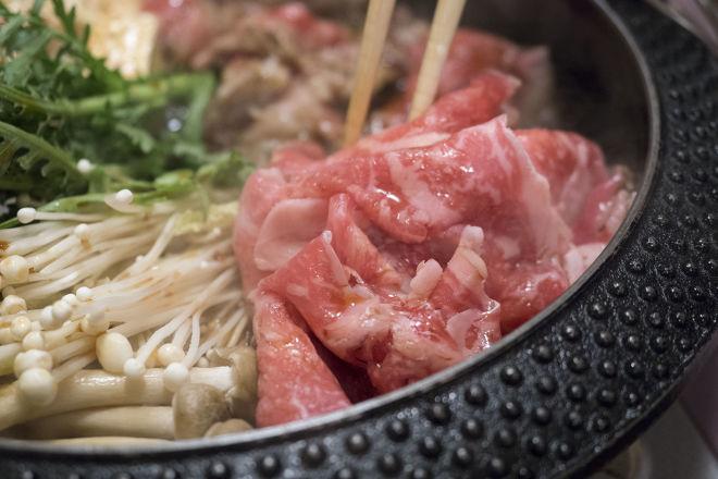 新宿のすき焼き4選|食べ放題&個室有り!高級店から隠れた名店まで