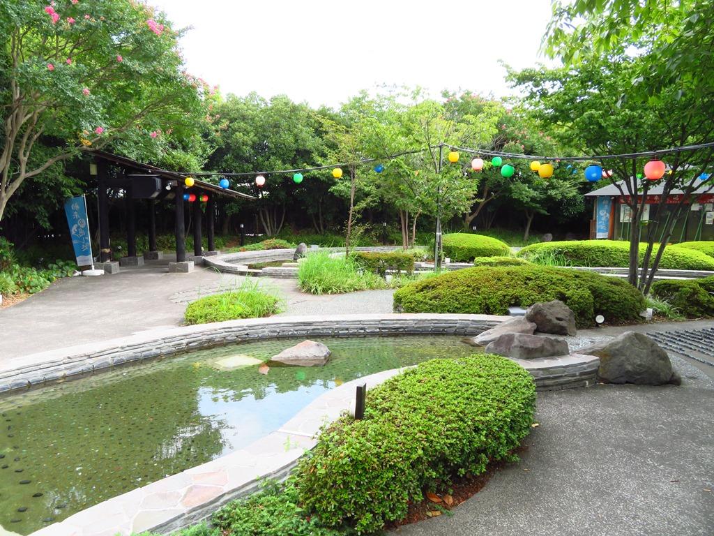 大江戸温泉の足湯です。
