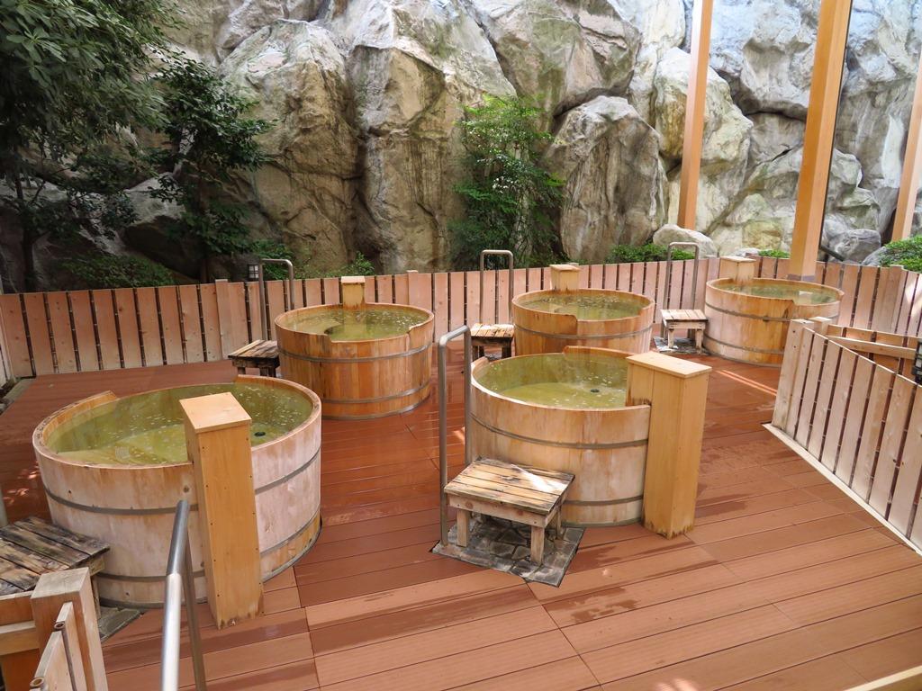 大江戸温泉の桶風呂です。