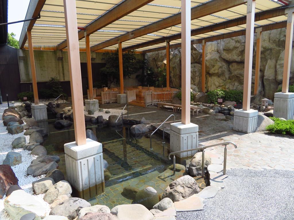 大江戸温泉の露天風呂です。