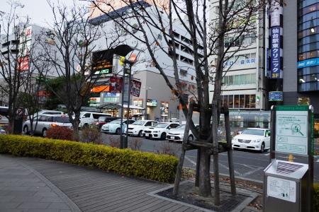 (8)東口タクシー乗り場前