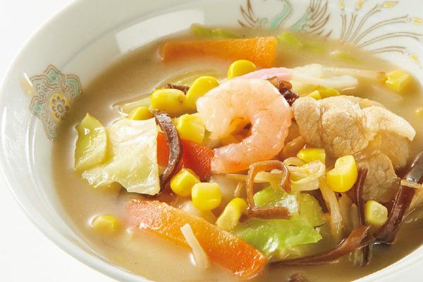 鶏白湯仕立ての野菜ちゃんぽんスープ