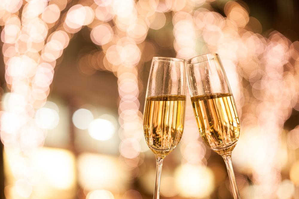 ワイングラスで乾杯
