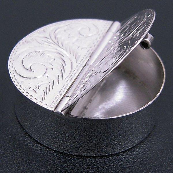 「銀製品の店 アンティエーレ」 銀製ピルケース アラベスク模様:2部屋