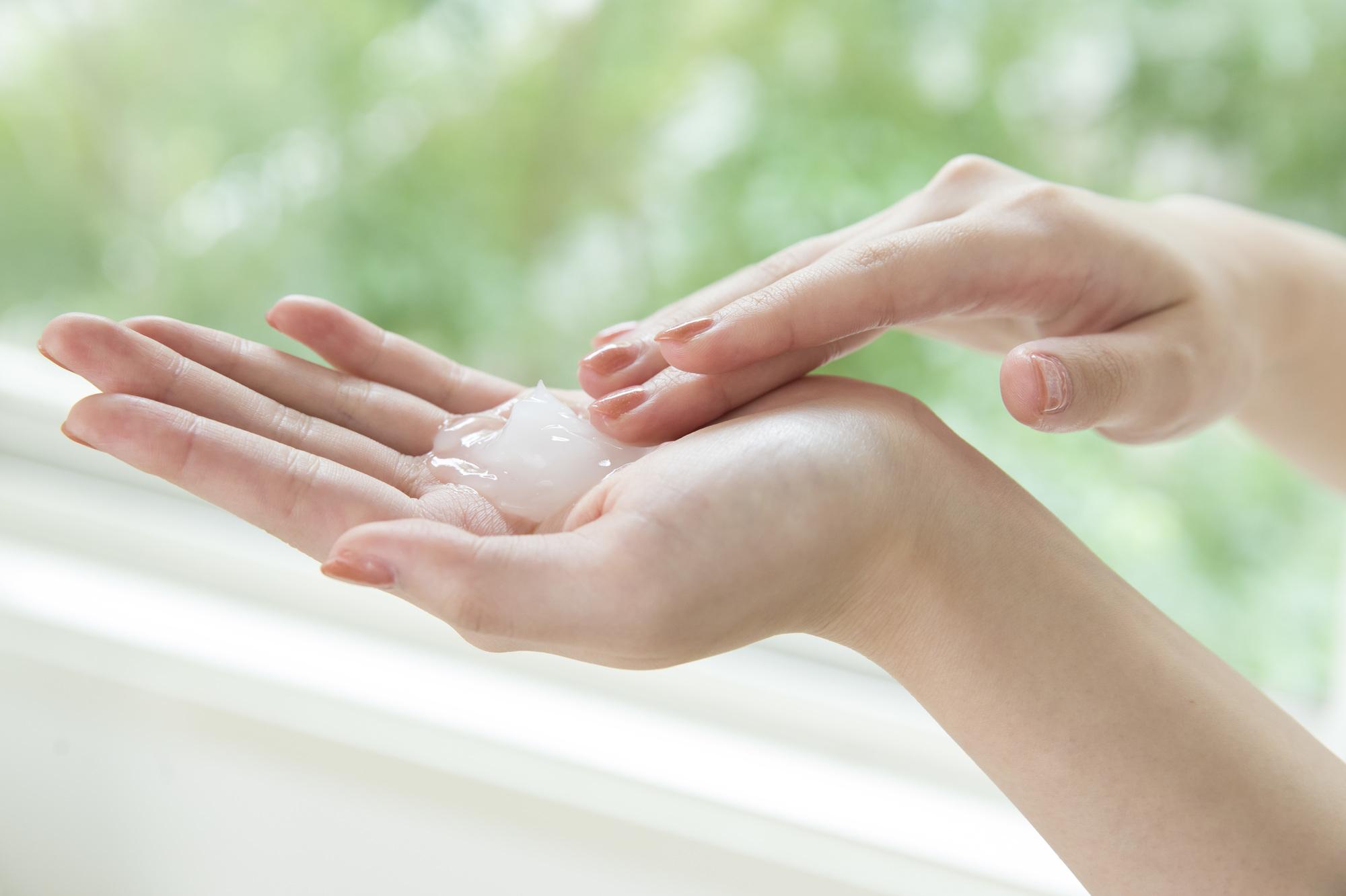 手の甲 乾燥