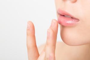 唇美容液おすすめ15選!縦ジワケアでぷるん唇に。ふっくらボリュームアップも