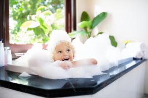 赤ちゃん用シャンプーハットおすすめ9選|サイズ調整可能で楽ちん着脱