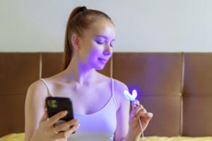 自宅でホワイトニング!LEDライトおすすめ11選|歯科医並みの本格ケア♪