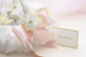 結婚式のプチギフトおすすめ24選|面白い&おしゃれ!ウェルカムスペースのお菓子も
