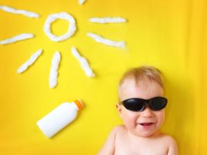 赤ちゃんにおすすめの日焼け止め12選|真夏の紫外線をガード!お湯で落ちるタイプも