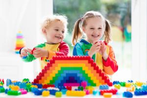 【レゴ以外】ブロックおもちゃ14選|年齢で選べる♪知育におすすめ&大きいピースも!