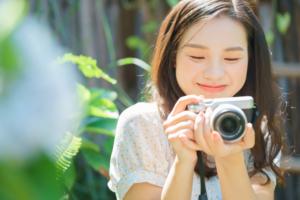 カメラ好き女子へのプレゼントならコレ!おしゃれ便利アイテム15選|バッグなど