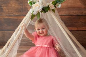 おしゃれなセレモニードレス12選|新生児~OK!退院時やお宮参り、結婚式にも♪