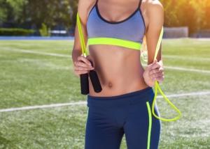 ダイエットにおすすめの縄跳び15選 消費カロリーUPで効果的。エアで室内OK