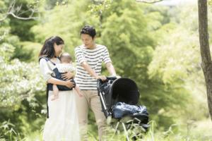 ベビーカーVS抱っこ紐 |赤ちゃんとのお出かけに便利なのはどっち?