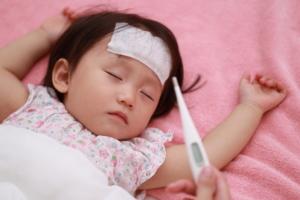 赤ちゃんがヘルパンギーナに!症状と対処法。保育園は? 医師監修