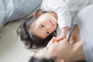 子どものイヤイヤ期の対応のコツ。イライラしない方法も|看護師監修