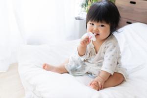 赤ちゃんの歯みがきのやり方のコツ!タイミングや回数|歯科医師監修