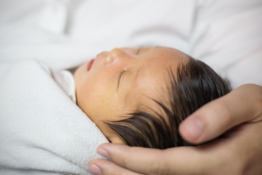 赤ちゃんの黄疸とは。見分け方は?いつまで続く?受診目安|医師監修
