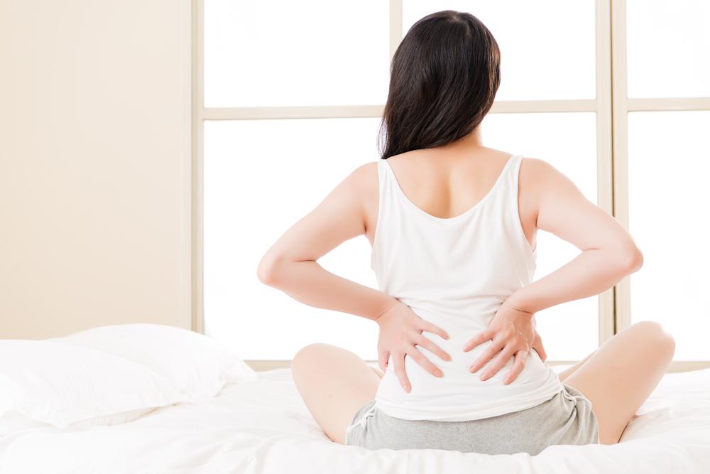 【医師監修】産後の腰痛がひどい!マッサージやストレッチ、寝方の改善策