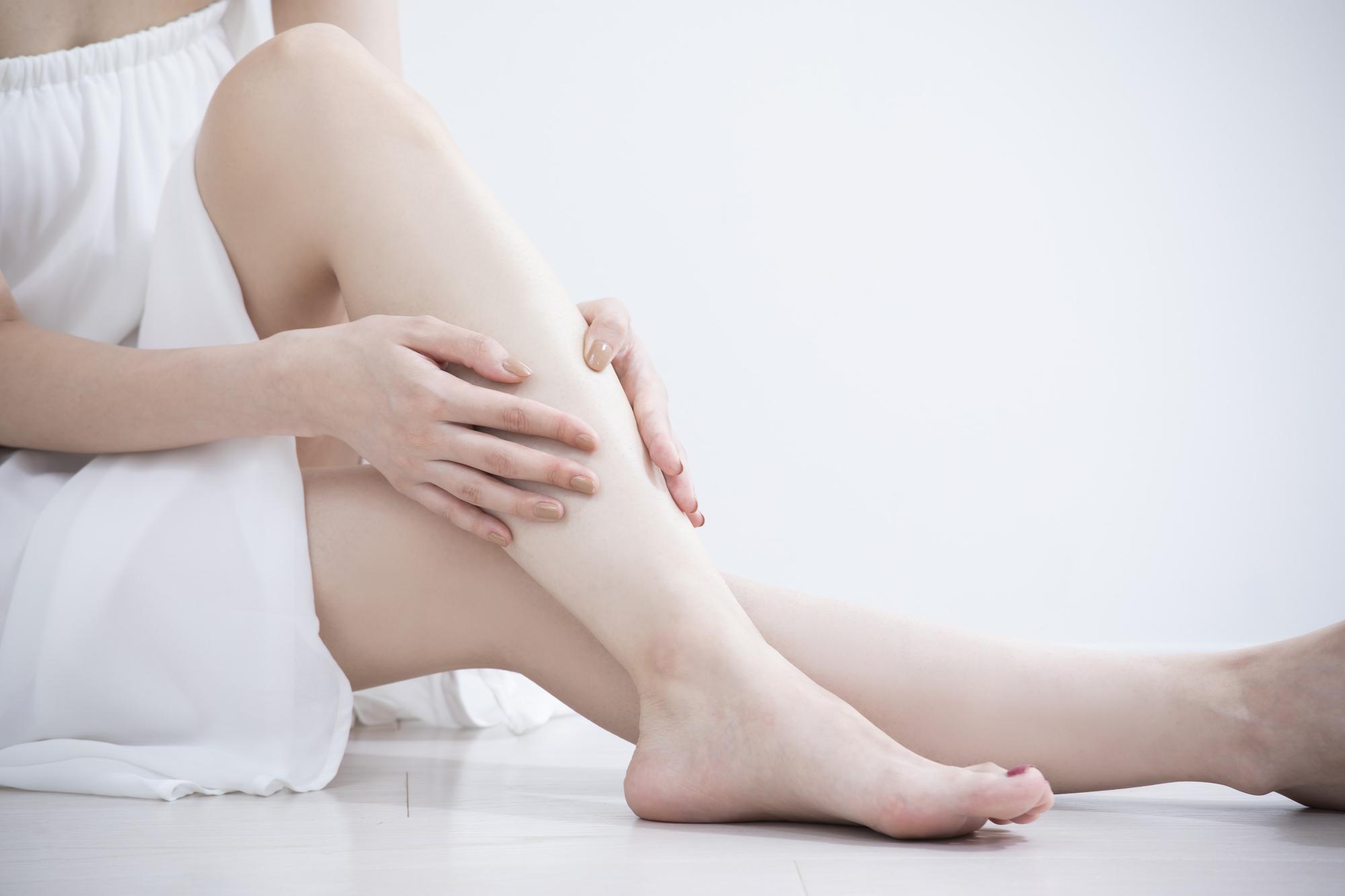 産後の足のむくみがひどい!解消法と原因。いつまで続く?|医師解説