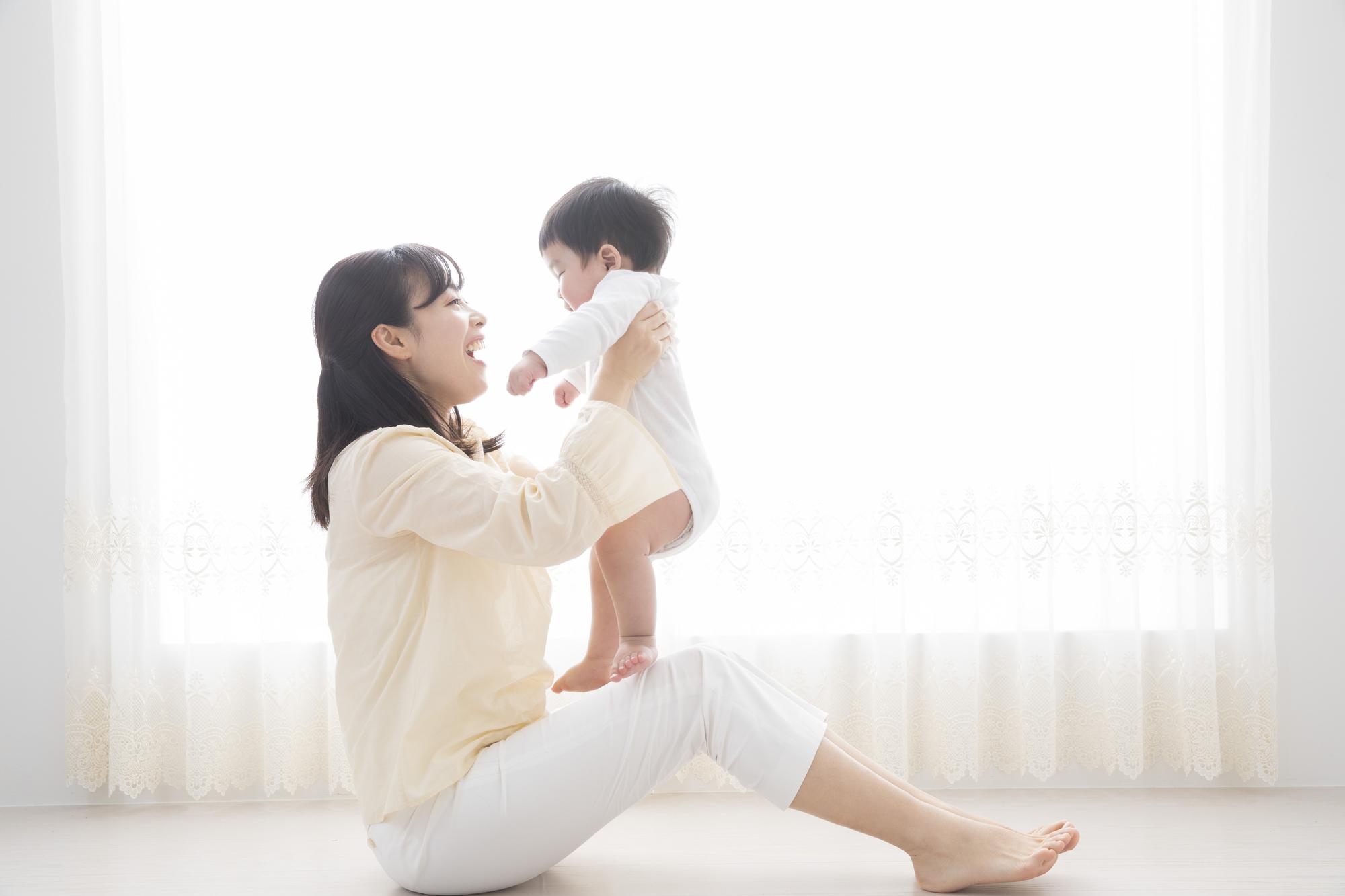 幸せなママと赤ちゃんのイメージ