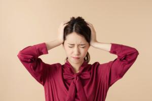 妊娠中の頭痛がひどい!原因と対策。市販薬やコーヒーは? 医師監修