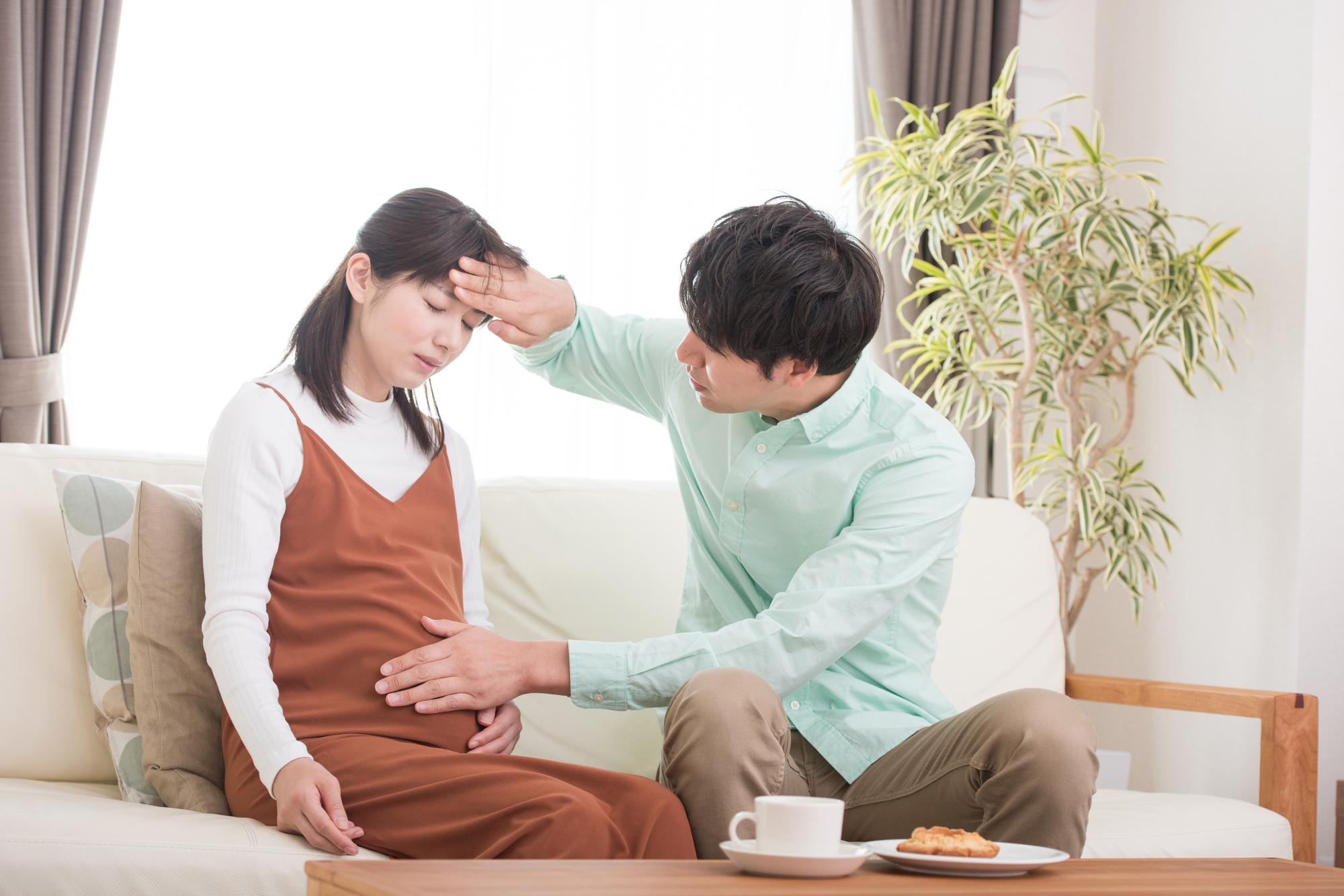 妊婦の発熱の下げ方|胎児に影響は?病院は何度から?お風呂も【医師監修】