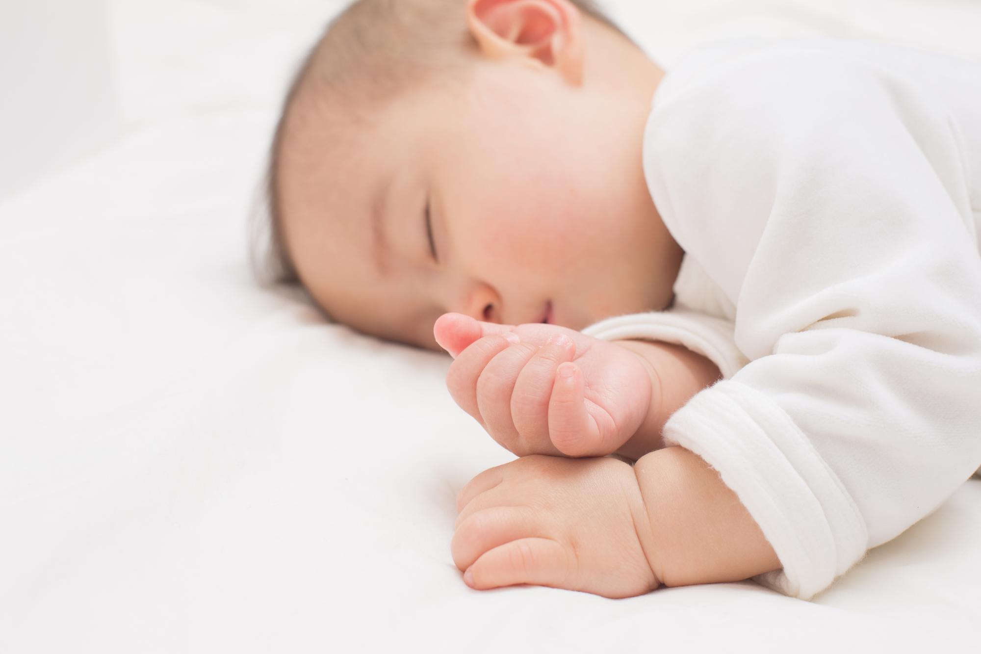 【赤ちゃんのアトピー予防】いつわかる?見分け方は?初期症状(耳切れ/鳥肌のようなブツブツ/カサカサ)の対処も