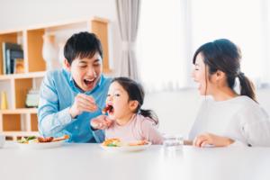 2歳の食事メニュー!量やNGは?食べムラ・食べ遊び対策|管理栄養士監修