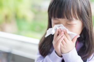 子どもが風邪に。病院にいく目安・タイミングは?高熱や咳症状|小児科専門医監修