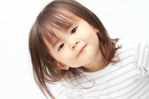 2歳児の言葉の特徴まとめ。遅い・早いのは大丈夫?教え方も|小児科専門医監修