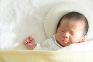 新生児のくしゃみが多い!連発の原因は?アレルギーかも【医師監修】