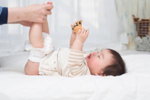【医師監修】赤ちゃんの血便は何が原因?機嫌がいいとき、下痢のとき