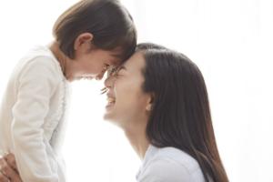 上の子が赤ちゃん返り!いつまで続く?妊娠中~産後の対策とイライラ解消