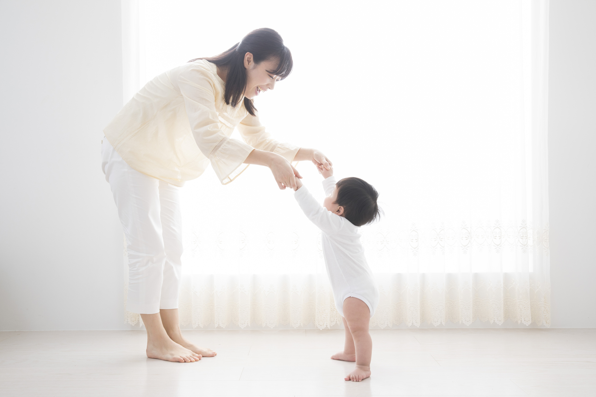 赤ちゃんが歩く時期はいつから 歩く前兆と練習方法 看護師監修 Kosodate Life 子育てライフ