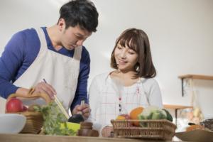 共働きで「ご飯を作りたくない」ときの手抜きレシピ&おすすめサービス