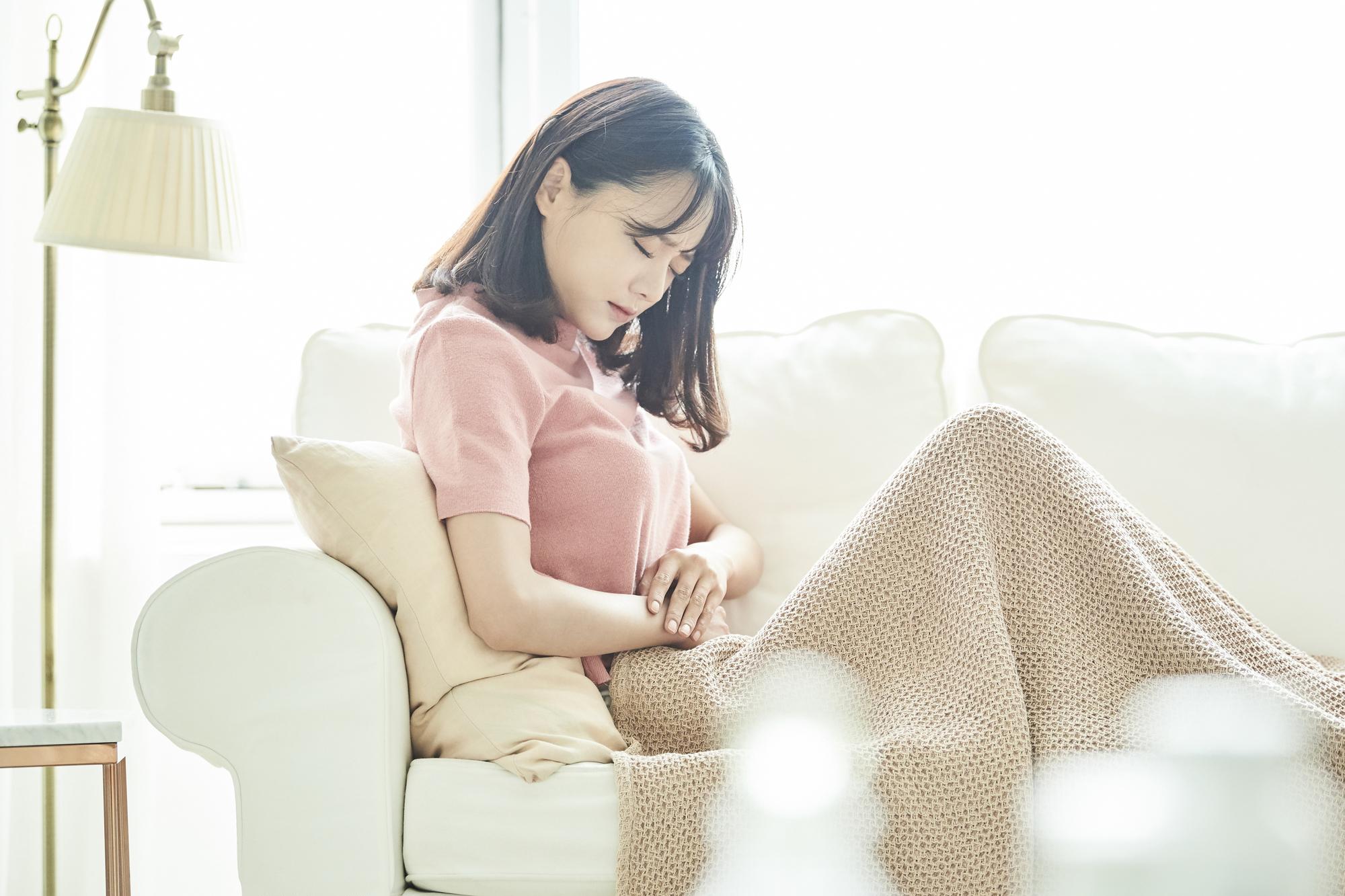 妊娠超初期~初期|腹痛の原因と対処。いつまで続く?出血や下痢も