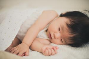 断乳後の寝かしつけの方法!泣き叫ぶ赤ちゃんにどう対応?便利グッズも