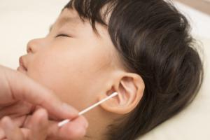 子どもの耳垢の正しい取り方。大きい、硬い、奥で取れない 医師監修
