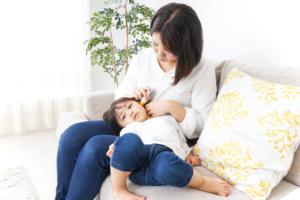 子どもの熱が1週間以上下がらない!原因とママ・パパの対処法|医師監修