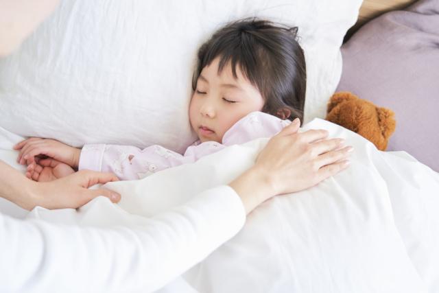 時間 赤ちゃん 遅い 寝る 日本の赤ちゃんの就寝時間と睡眠時間