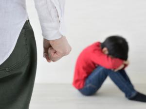 【医師監修】子どものストレスチェックと解消法。爪噛みや嘔吐もサインかも