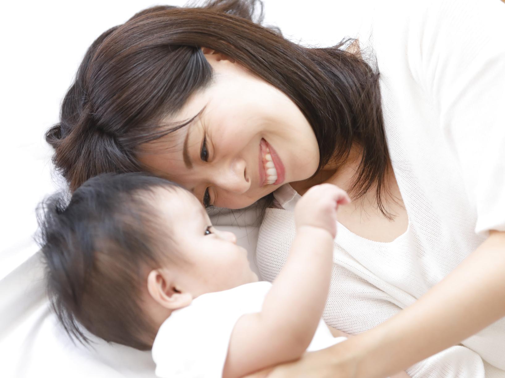 発達障害の赤ちゃんの特徴|手がかからない?いつわかる?【医師監修】