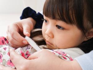 【医師監修】夜になると子どもの熱が上がる&咳もでる!対処法は?
