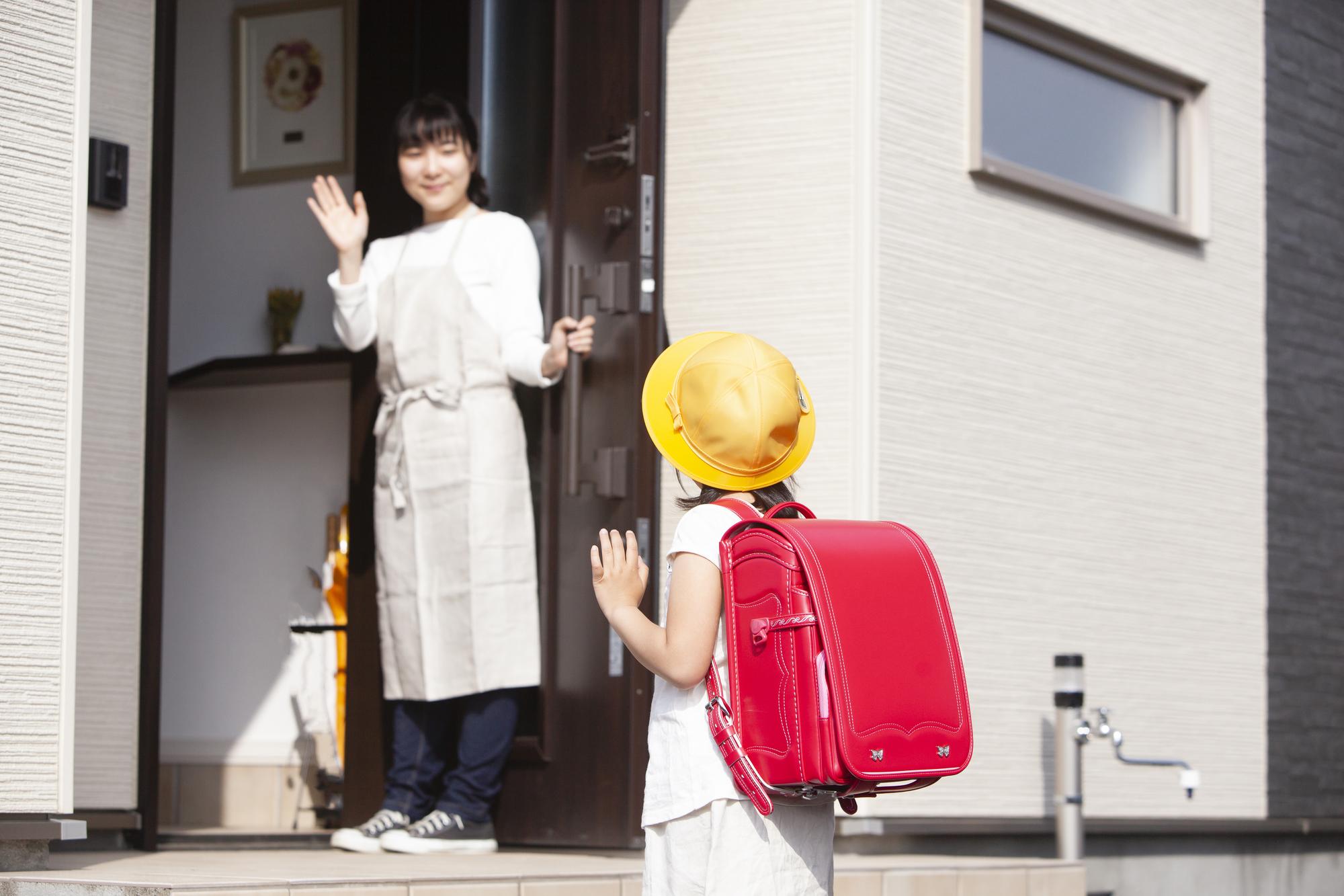 学校に行く子ども